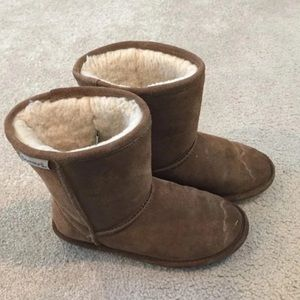 Brown bearpaw kids shoes in size 3